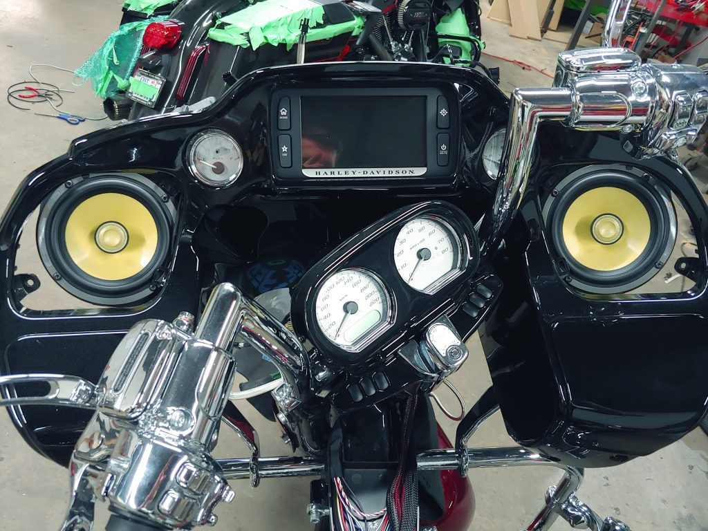Harley-Davidson Road Glide Focal speakers