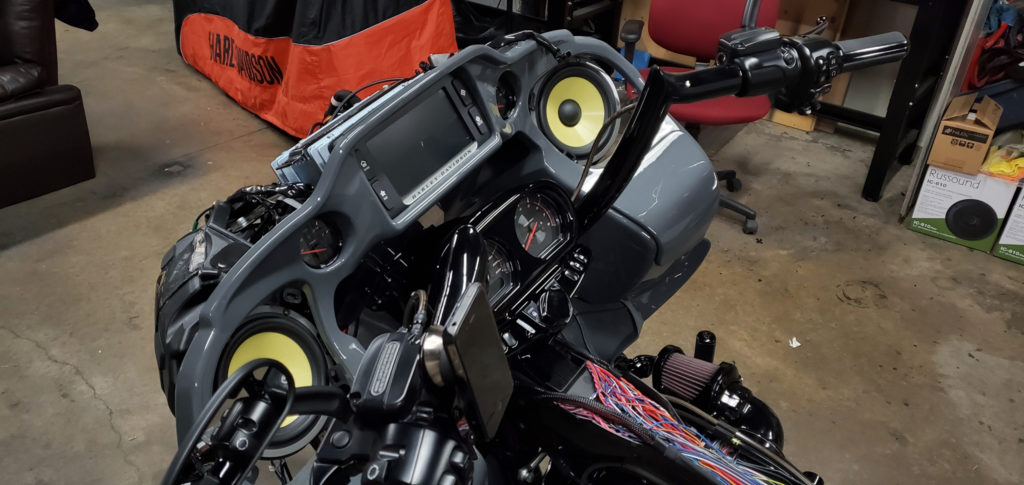 Harley Davidson Road Glide Focal speakers
