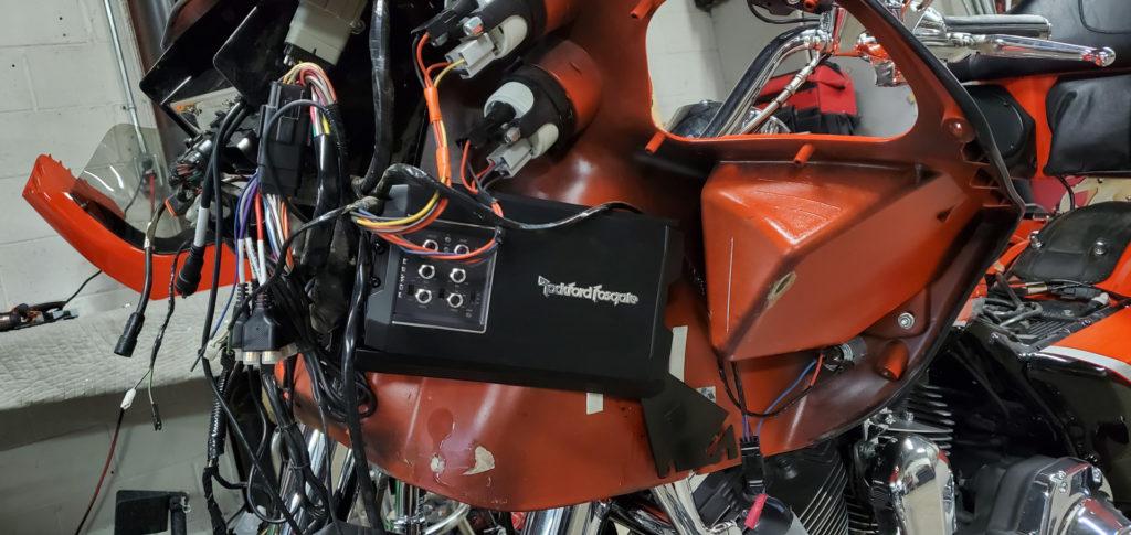 Harley Davidson Road Glide amplifier install